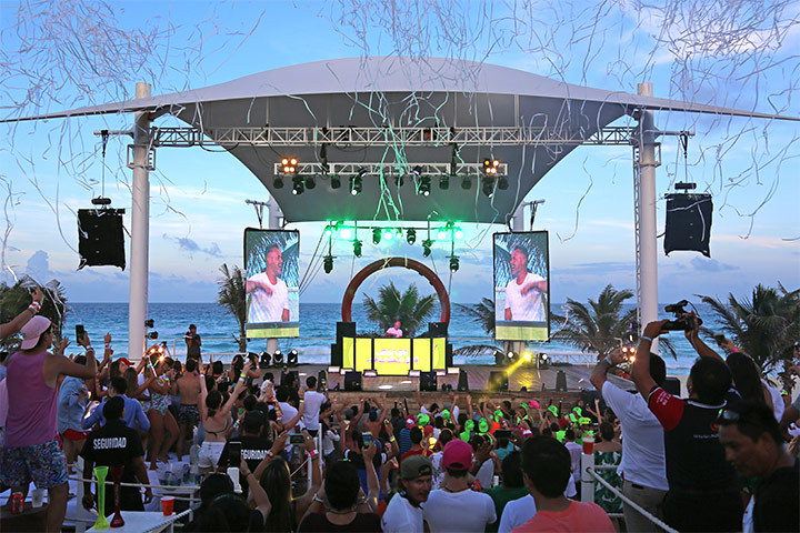 Concierto en The Oasis Beach club en Hotel Oasis Cancun Lite