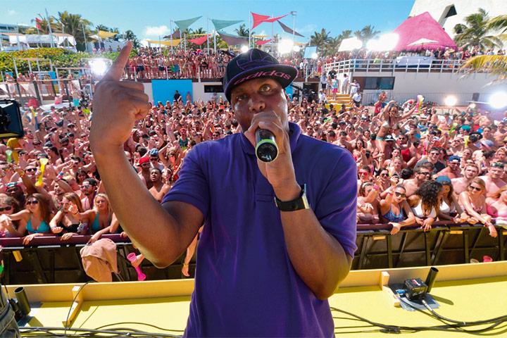 Presentación en The Oasis Beach club en Hotel Oasis Cancun Lite