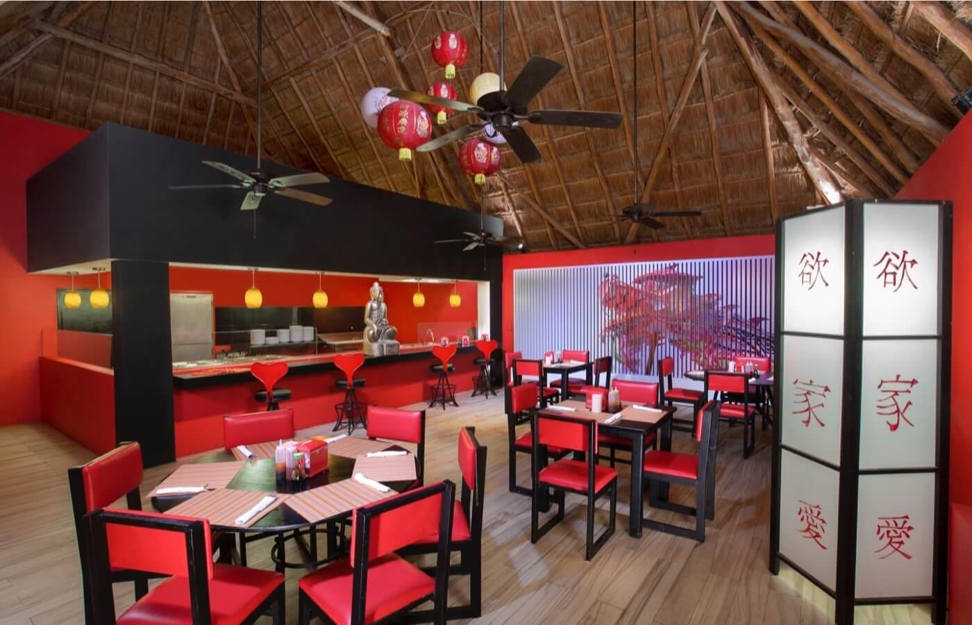 Interior view of Il Forno Dos Lunas Restaurant in Hotel Grand Oasis Cancun
