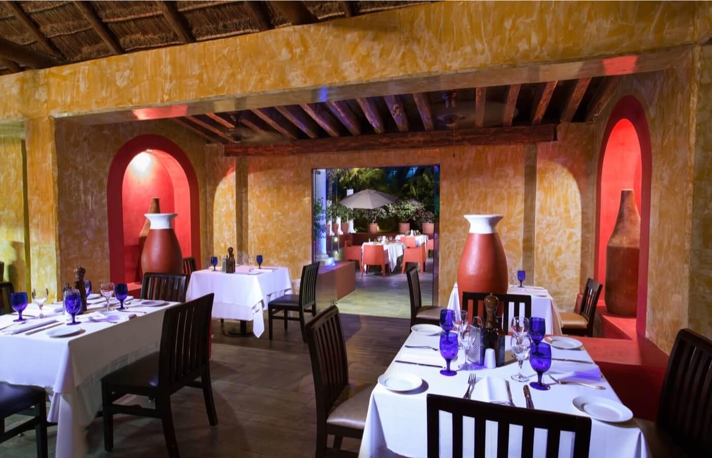 Interior view of Ibiza Restaurant in Hotel Grand Oasis Cancun