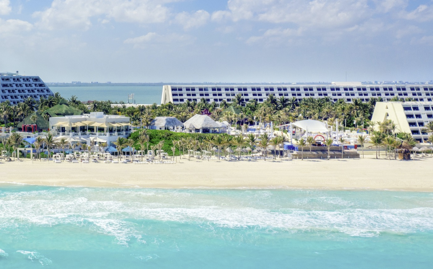 Panoramic View of Hotel Grand Oasis Cancun with ocean view