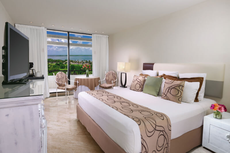 Grand Ocean Room with King Size bed and beautiful view at Grand Oasis Hotel Cancun