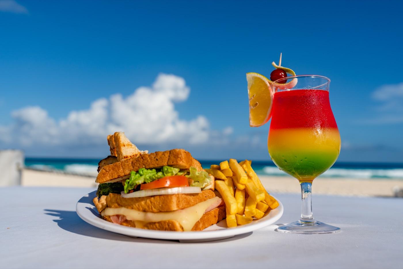 Comida en la playa del hotel Oh! Cancun On The Beach