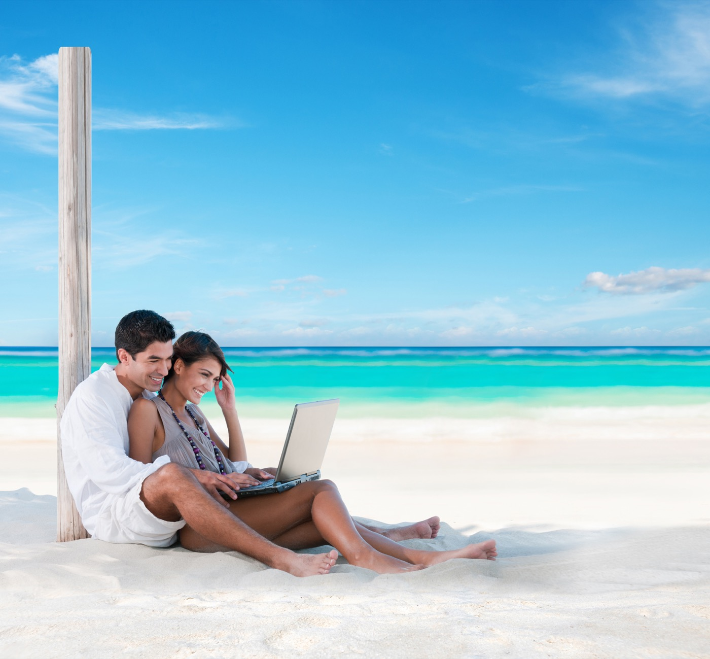 Office work in couple from the beach at Hotel Oh! Cancun On The Beach