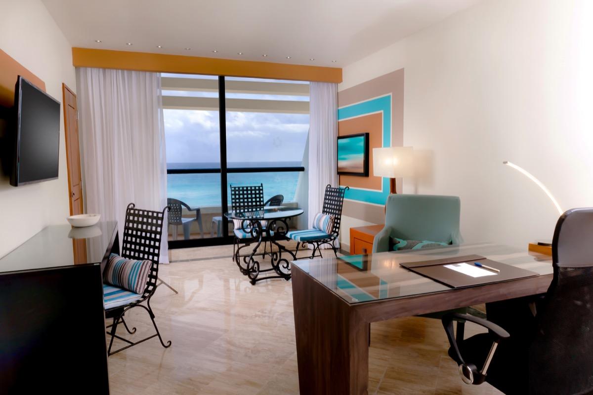 Imagen muestra de habitación Ocean Front Workation Suite