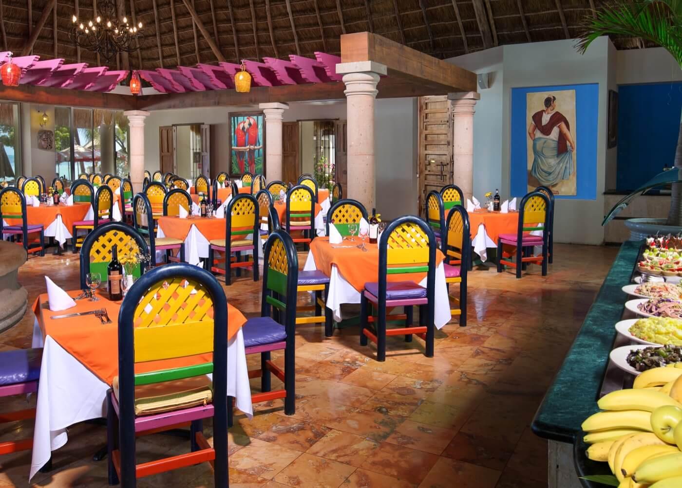 Dessert bar in Restaurant at Hotel Grand Oasis Palm