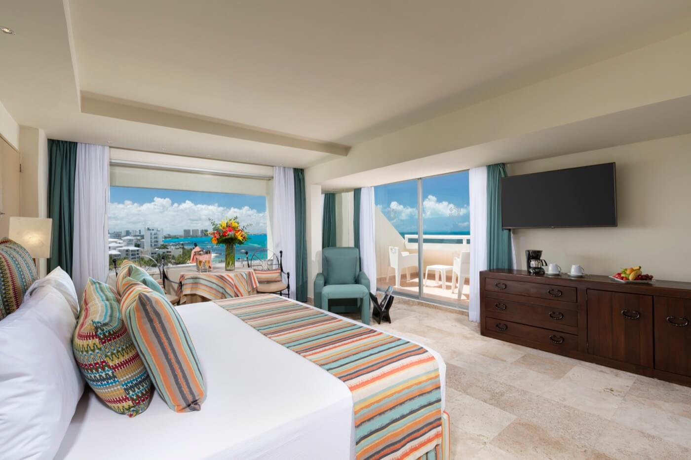 Ocean View Room with King Size bed at Grand Oasis Palm Hotel