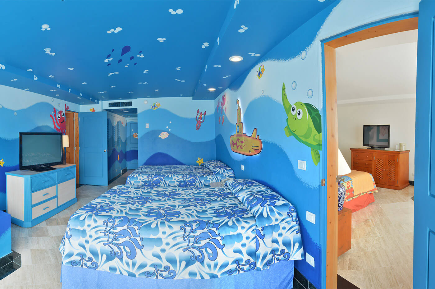 Standard room with two double beds and underwater theme decoration for children and family in Grand Oasis Palm Hotel.