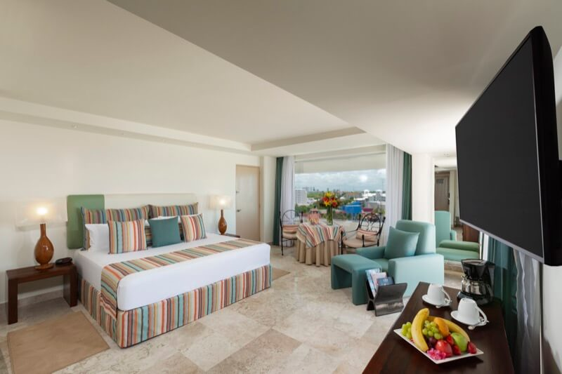 Junior Suite with King Size bed and beautiful view at Grand Oasis Palm Hotel
