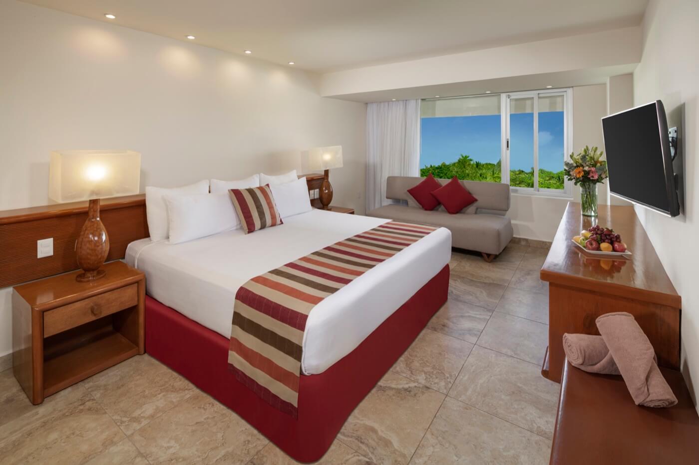 Habitación Estándar con dos camas Dobles y decorado temático de selva infantil para niños y familia en hotel Oasis Palm