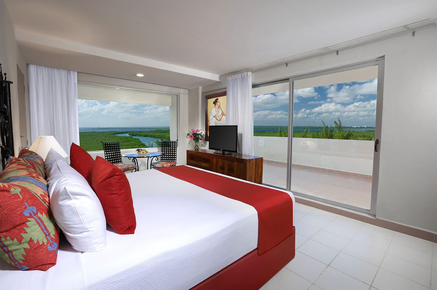 Room Lagoon view with King Size bed and beautiful view in Oasis Palm Hotel