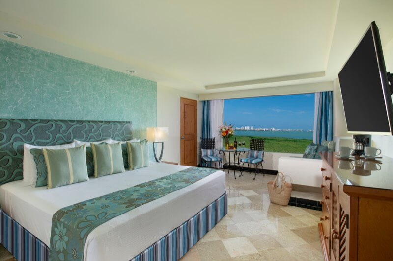 Sunset View Room with King Size bed at Grand Sens Cancun Hotel