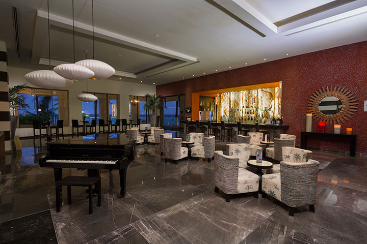 Cover image of a sample of the bar Martini Piano Bar