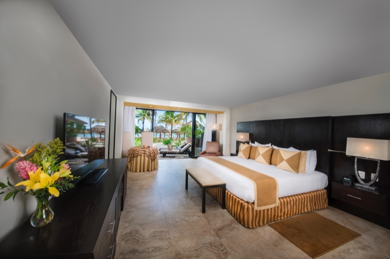 Grand Ocean Room with King Size bed and beautiful view in Hotel Grand Oasis Tulum