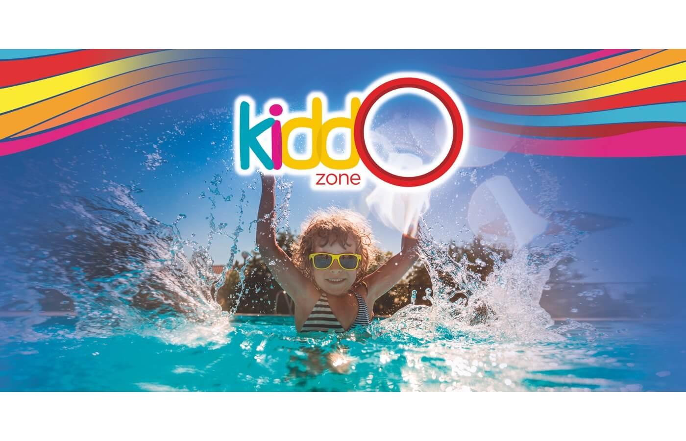 Área de albercas con juegos de KiddoZone en Hotel Oasis Tulum Lite