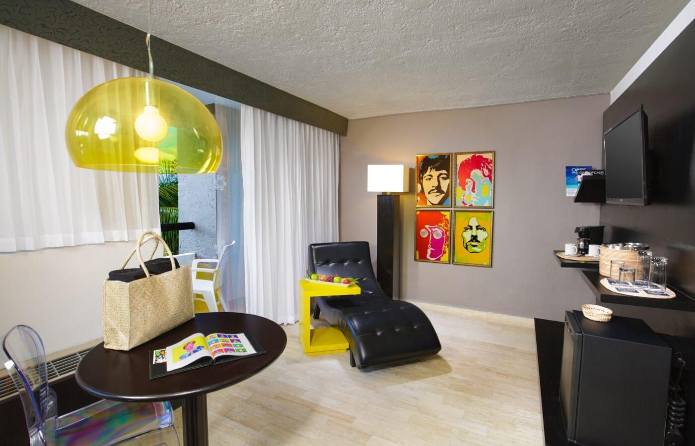 Area de Albercas en Hotel Oh! Cancun The Urban Oasis