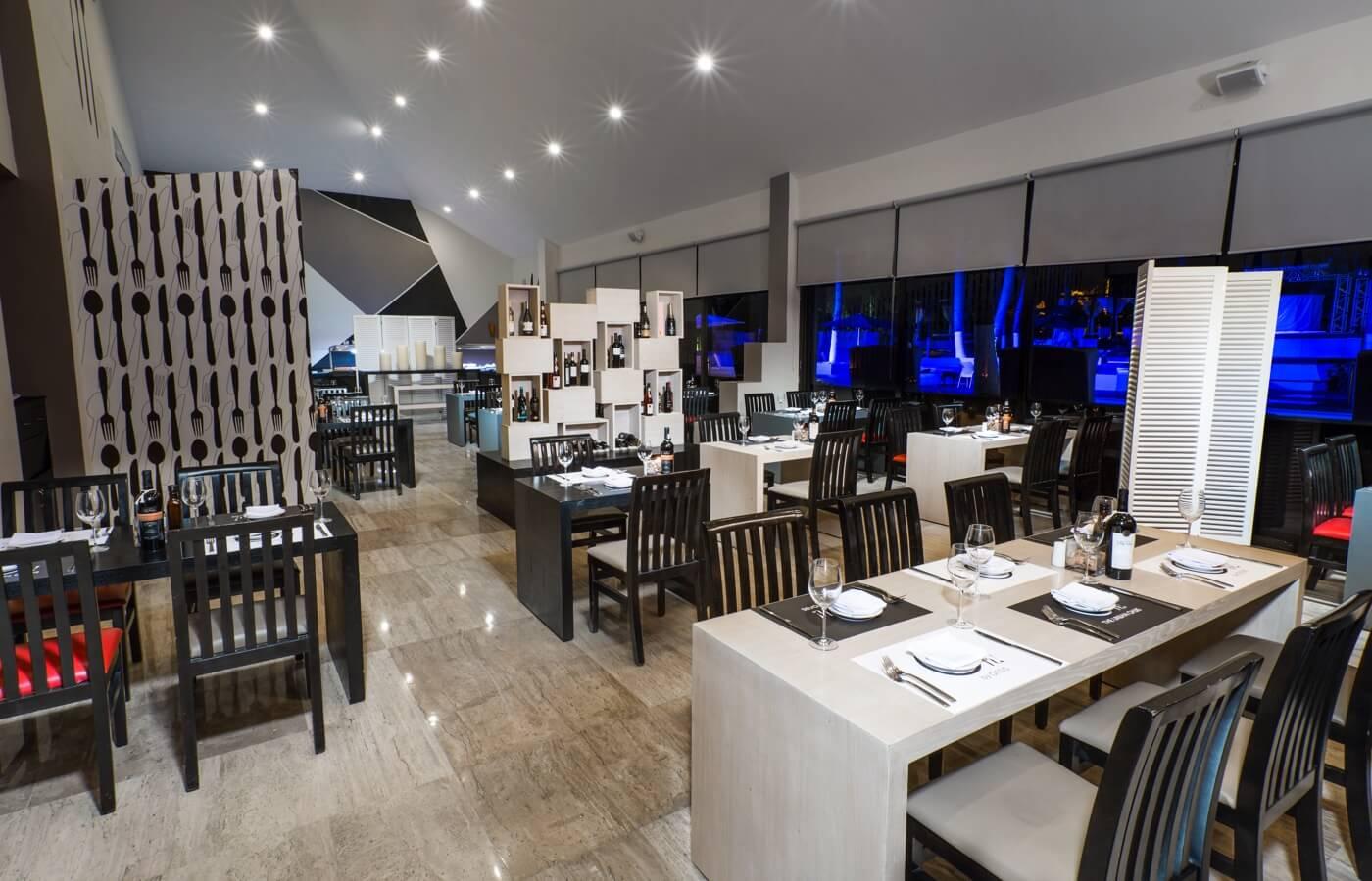 Vista interior de Restaurante Mega Bites en Hotel Oh! Cancun The Urban Oasis