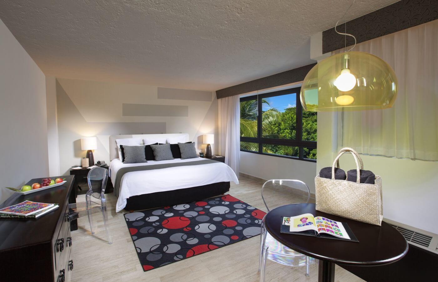 Habitación con cama King Size en hotel Oh! Cancun The Urban Oasis