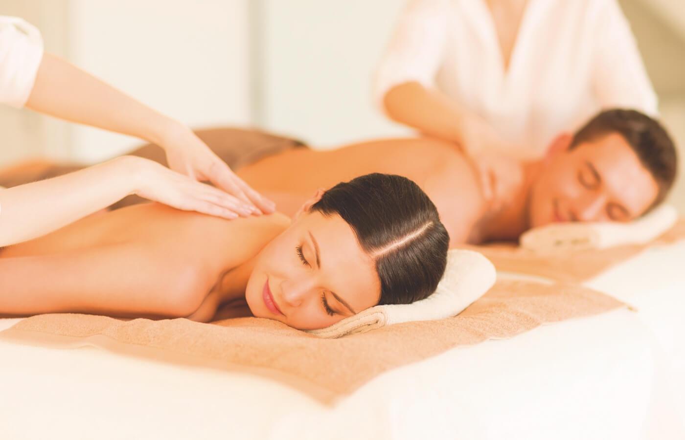 Pareja disfrutando de masaje relajande en Spa de Hotel Oh! Cancun The Urban Oasis