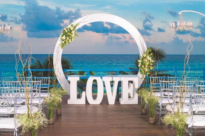 O Love Decorative frame for beach wedding ceremony